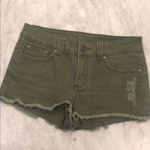 Distressed Army green frayed hemmed shorts